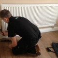 montazh-radiatorov-otopleniya-svoimi-rukami-300x217