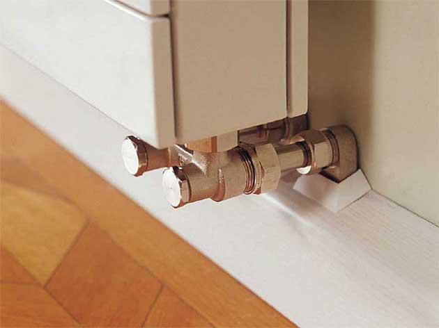 плинтус для труб отопления