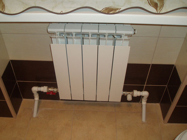 Установка биметаллических батарей отопления — подключение и расчет