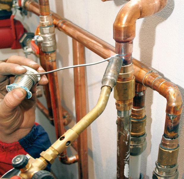 окраска трубопроводов отопления